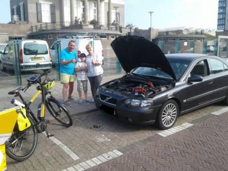 Duits gezin overnacht door drukte in auto, maar kan door lege accu niet naar huis