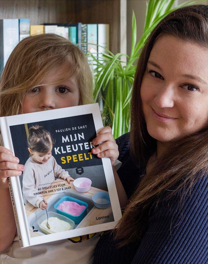 Schrijfster Paulien De Smet en dochtertje Alix.