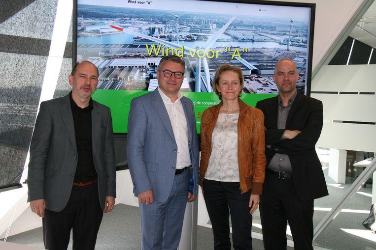 Zowel Vlaams minister Koen Van den Heuvel als havenschepen Annick De Ridder waren aanwezig bij de voorstelling van 'Wind voor A'.