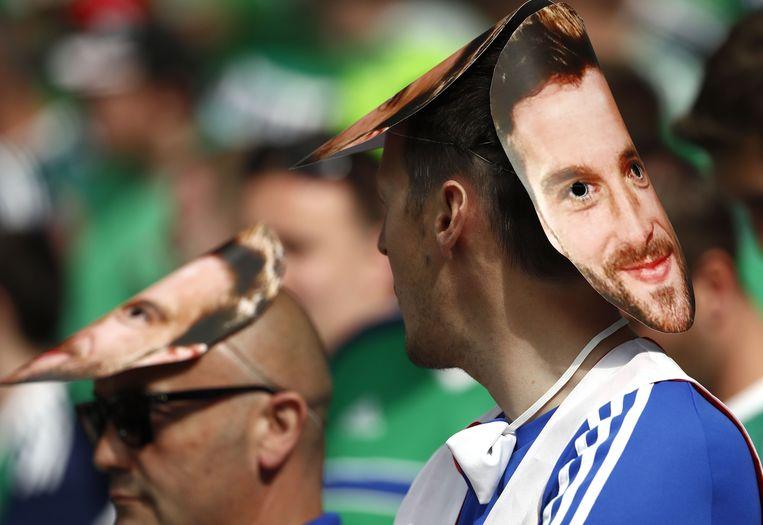 Een Noord-Ier met Will Grigg-masker. Beeld afp
