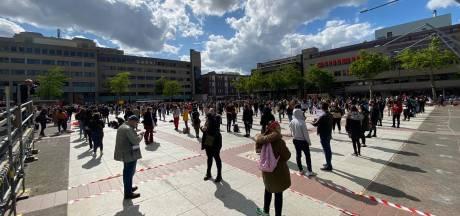 1700 demonstranten tegen racisme op Stadhuisplein in Eindhoven: 'Kom niet, het is vol'