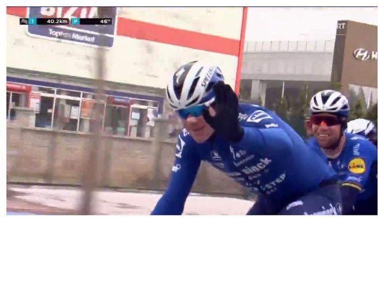 Fabio Jakobsen, zwaaiend naar de camera in de Ronde van Turkije Beeld Eurosport/GCN still