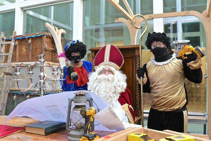 Sinterklaas slaat zijn tenten op in het stadhuis van Menen.