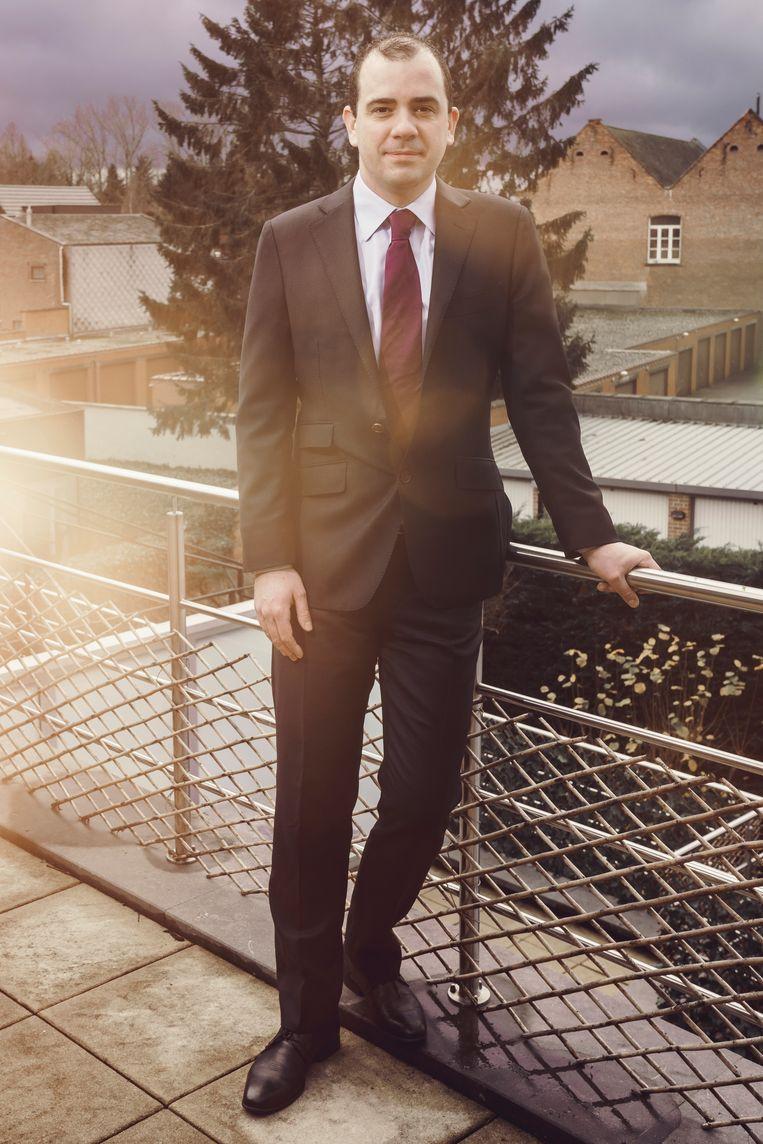 'Een pak is als een muur die je opbouwt als een meeting wat moeilijker gaat.Dat merk ik ook in het dagelijks leven.' Beeld © Stefaan Temmerman