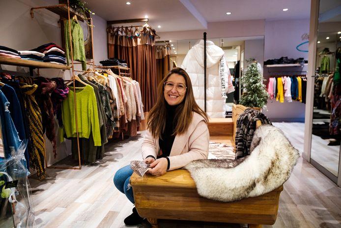 Kelly Elias Perez in haar kledingwinkel Cutiez in Aartselaar.