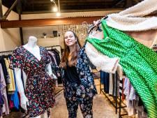 Alphense opent winkel met tweedehandskleding: 'Weg met 'fast fashion', leve vintage'