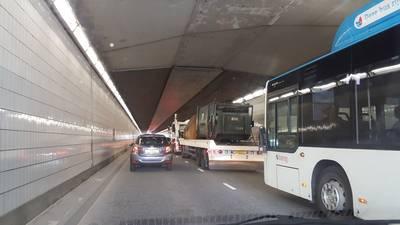 Wegen Nijmegen slibben dicht vanwege ongeval A50 en afsluiting Graafseweg