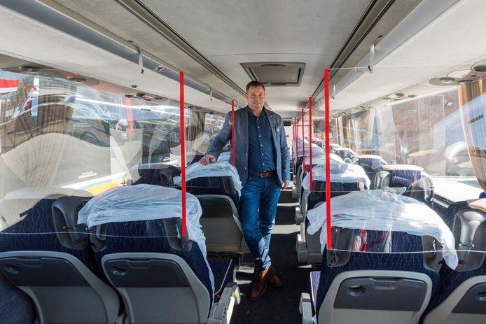 Gert-Jan Lommerse van touringcarbedrijf Van Gompel in Veldhoven maakte zijn bussen 'coronaproof'.