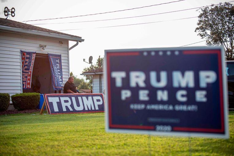 De tuin van een Trump-aanhanger in Pennsylvania.  Beeld AFP