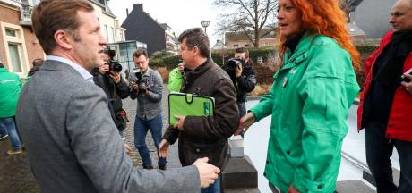 Les syndicats veulent que Magnette démissionne à Charleroi