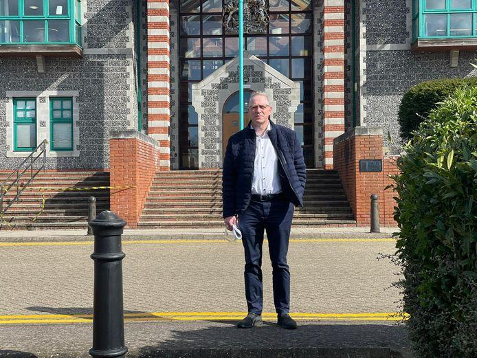 Vader Geert voor de rechtbank in het Engelse Canterbury.