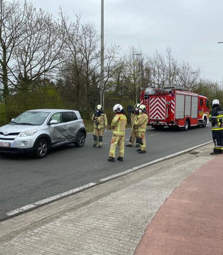 Bestuurder lichtgewond bij botsing naast Expresweg