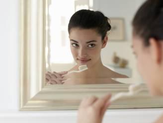 Doe eens een mini workout tijdens het tandenpoetsen