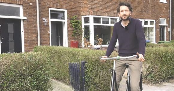 Nick op zijn fiets
