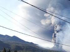Straten La Palma bedekt onder zwarte lagen as na vulkaanuitbarsting: 'Waarom ben ik hier?'