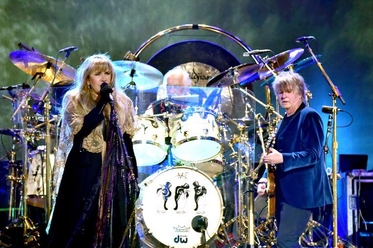 'Wat me het meest opviel bij Fleetwood Mac: hoe alle groepsleden elkaar perfect aanvullen. Hun grootste talent is de ruwe diamanten van een ander polijsten.' (Foto: Stevie Nicks, Mick Fleetwood en Neil Finn) Beeld Getty Images for iHeartMedia