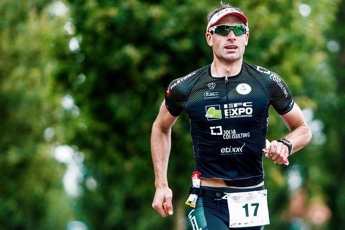 Hannes Cool is één van de vele favorieten aanstaande zondag in de 111-triatlon van Jabbeke. Hij lijkt helemaal terug naar een jaar blessureleed.