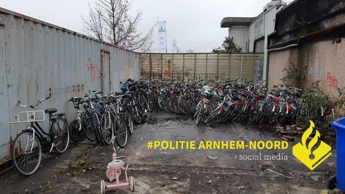 De vele fietsen in Arnhem, woensdag gevonden door de politie Arnhem-Noord.