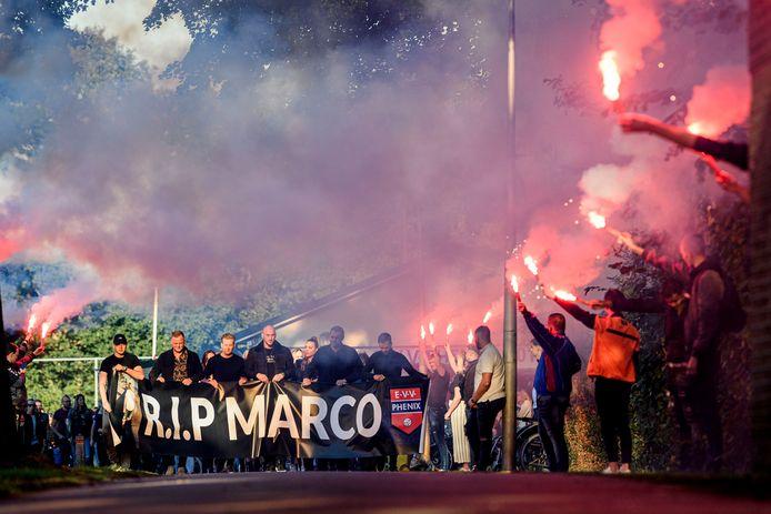 Herdenkingstocht voor Marco van der Kolk, die in het centrum om het leven kwam.