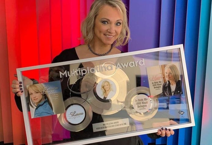 Laura Lynn en haar prijs.