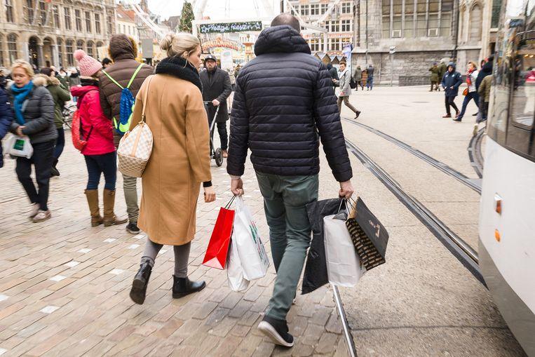 Op 1 juli start dit jaar uitzonderlijk de sperperiode, waarin het voor modewinkels verboden is om kortingen aan te kondigen.  Beeld James Arthur