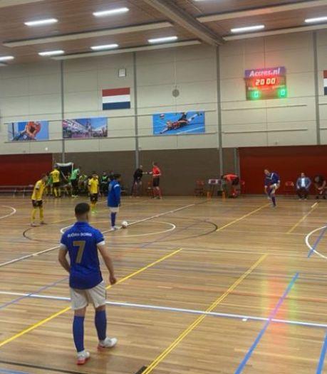 Zaalvoetballers AGOVV verliezen in niet-coronaproof decor