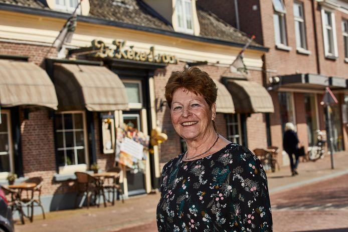 Bertha Tackenkamp staat deze 1 april ('geen grap!') precies 50 jaar achter de bar en in de keuken van De Keizerskroon in Ruurlo.