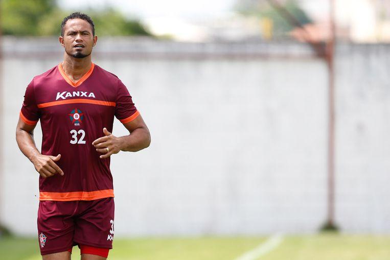 Bruno Fernandes op zijn eerste training als nieuwe doelman van BOA Esporte.  Beeld AFP