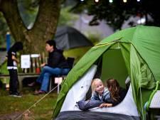Kamperen tussen de glijbanen en klimrekken van 't Zonnehoekje in Gemert: 'Een nacht in een speeltuin is een kinderdroom'