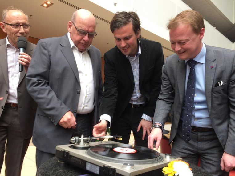 Daniël Termont, Mathias De Clercq en Christophe Peeters laten de eerste plaat draaien.
