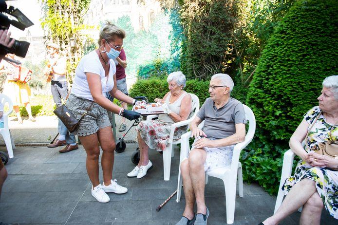 De foorkramers van de Sinksenfoor hebben mensen met een beperking woensdag verwend.