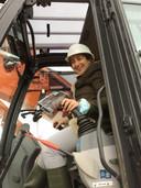 Minister Zuhal Demir (N-VA) voerde zondag de eerste kraanwerken uit in het Westhoekreservaat om de 'Sahara van De Panne' te herstellen.
