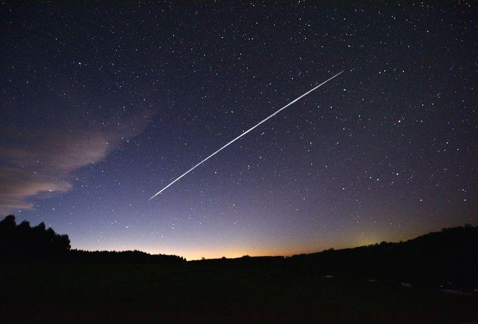 Foto van een Starlink-satellietentreintje.
