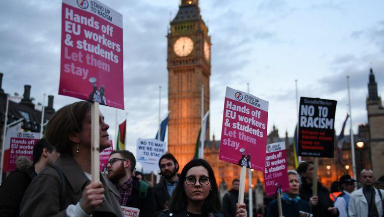 Britten demonstreren voor het parlementsgebouw in Londen voor de rechten van EU-burgers, die in Groot-Brittannië wonen en werken. Beeld EPA