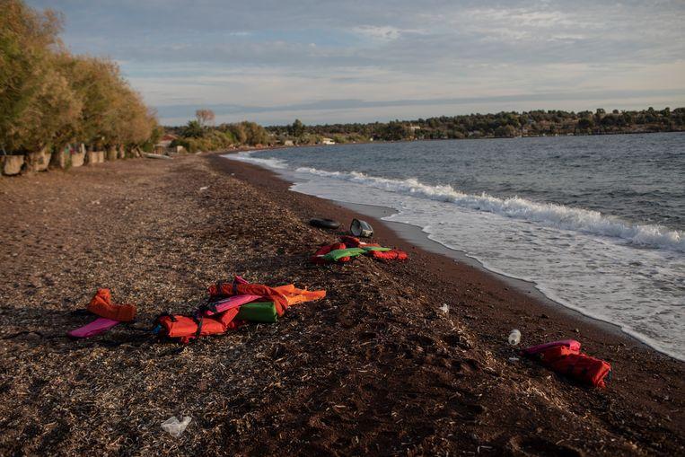 De rechtbank op het eiland Lesbos veroordeelde een 27-jarige Somaliër gisteren tot 146 jaar cel vanwege de dood van twee migranten. Beeld AP