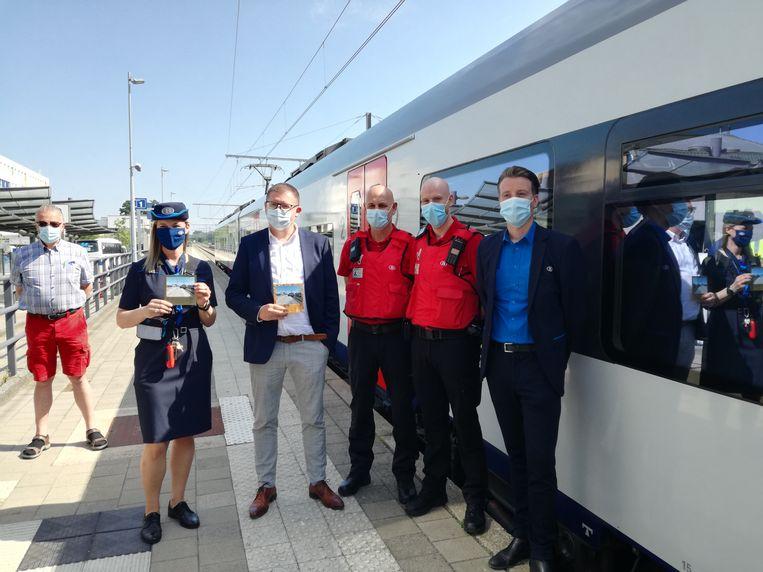 De opening van de nieuwe geëlektrificeerde spoorlijn Mol-Hamont. Beeld BELGA