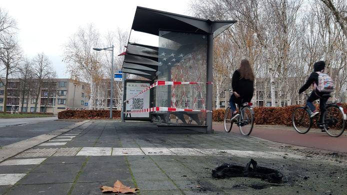 Bushokje stukgemaakt aan het Groenendijkplein in Breda.