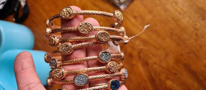 De juwelen die gestolen werden.