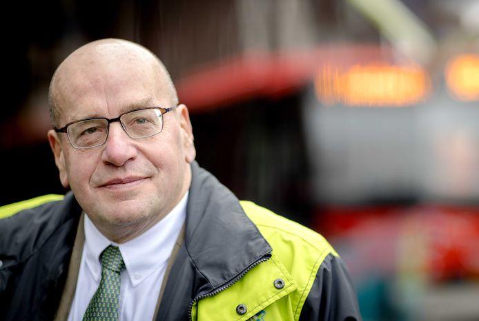 Fred Teeven veroorzaakte in 2015 een ernstig verkeersongeluk door zijn telefoon te gebruiken achter het stuur.