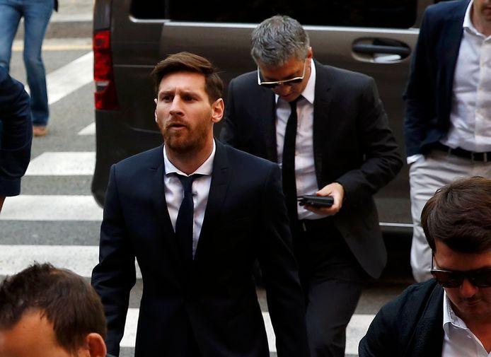 Messi, met papa Jorge in zijn zog.