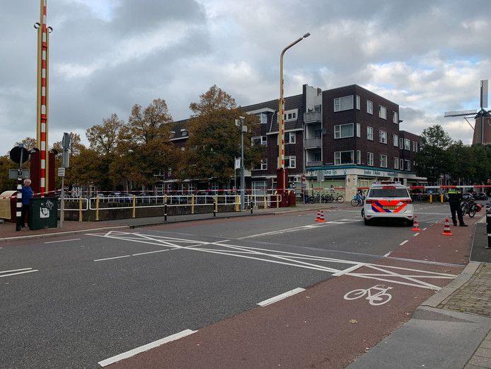 De Stenenbrug werd na de aanrijding afgesloten voor verkeer.