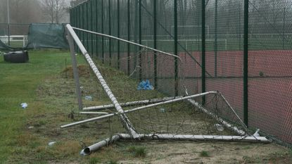 Vandalen richten schade aan in sportpark Wembley