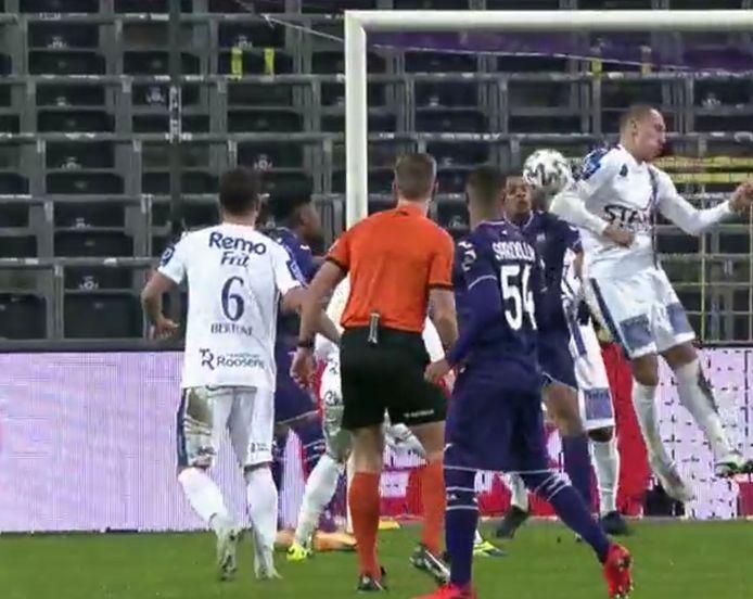 Anderlecht-Waasland Beveren... geen penalty gefloten nadat Frey bal op de bovenarm kreeg