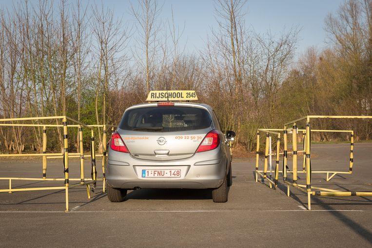 Minister Weyts wil dat automobilisten zes maanden na het behalen van hun rijbewijs opnieuw een rijles komen volgen. Beeld Photo News