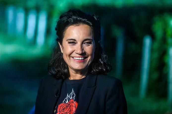 Dione de Graaff tijdens een uitzending van De Avondetappe.
