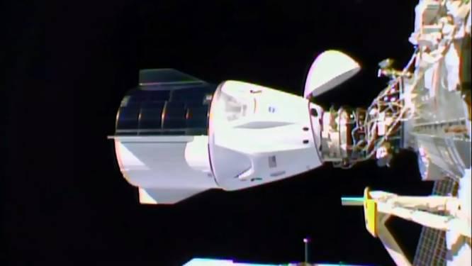 Historisch: ruimtecapsule SpaceX komt na vlucht van meer dan 24 uur met vier astronauten aan bij het ISS
