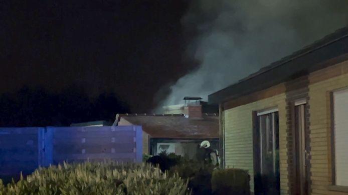 De brand ging ook gepaard met flink wat rook.