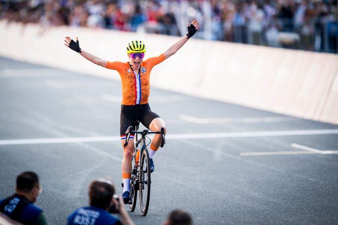 Annemiek van Vleuten dacht even dat ze olympisch kampioene was. Maar ze moest zich tevreden stellen met zilver.