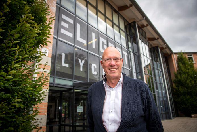 Arnold van Gessel, rector van het Eligant Lyceum. De middelbare school ontvangt ruim zeven ton om het schoolgebouw beter te ventileren.