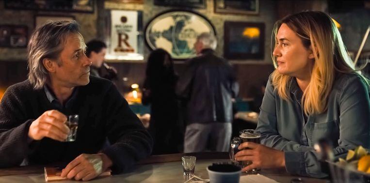 'Ik ging zo op in de rol van Mare Sheehan dat ik geen onderscheid tussen fictie en werkelijkheid meer kon maken.' (Foto: met Guy Pearce in 'Mare of Easttown'.) Beeld ISOPIX